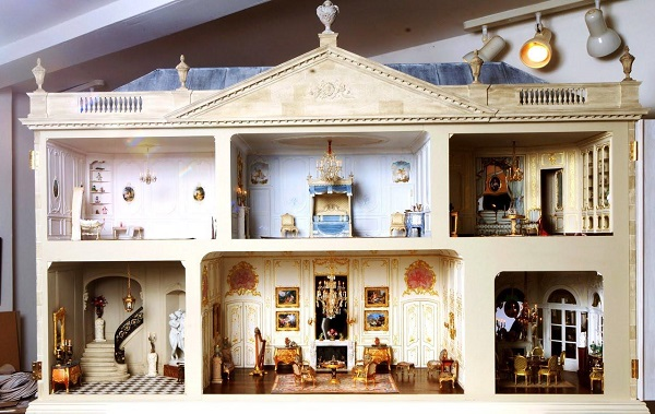 The 16th Century Dollhouse