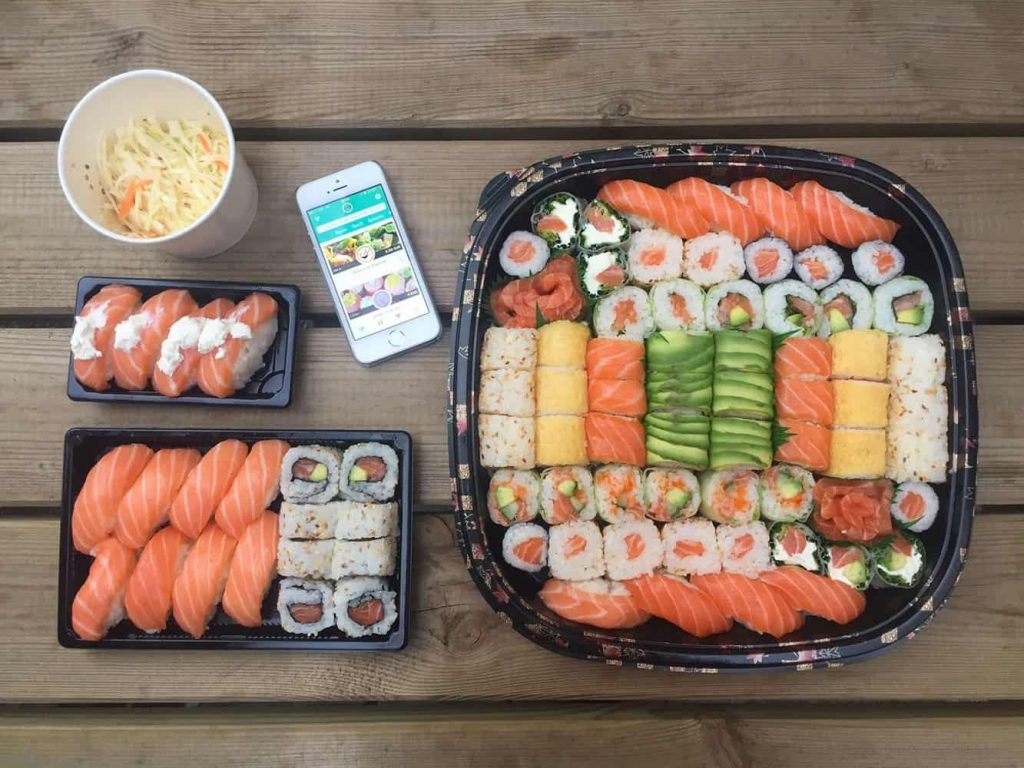 sushi takeaway containers