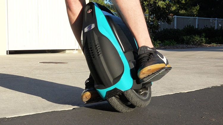 turning with a one wheel board