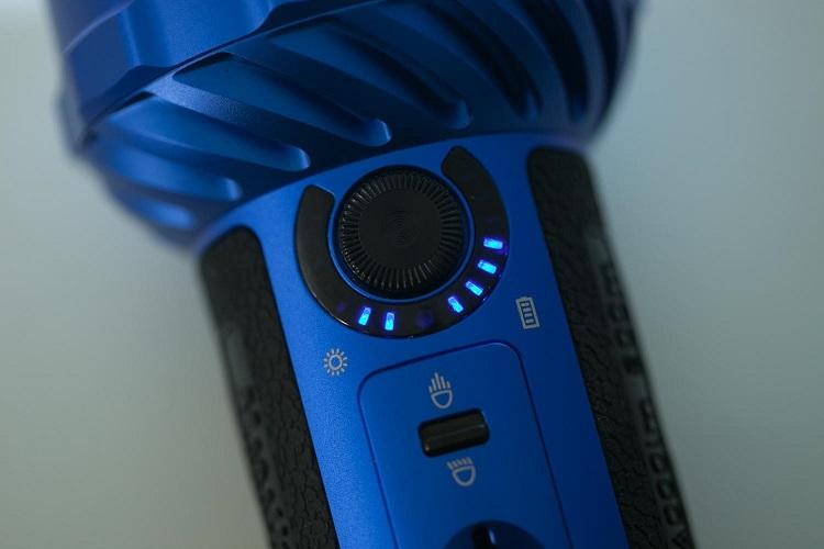 picture of an Olight Murauder 2 blue flashlight